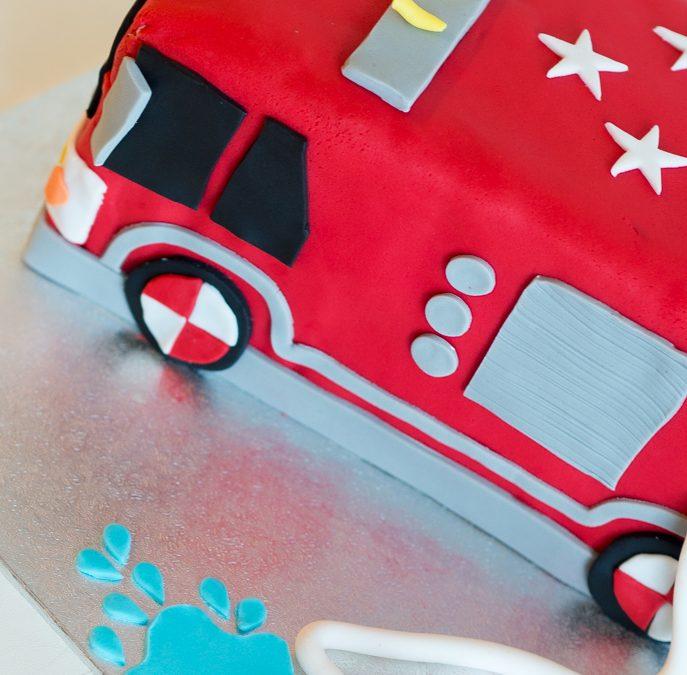Punainen paloautokakku