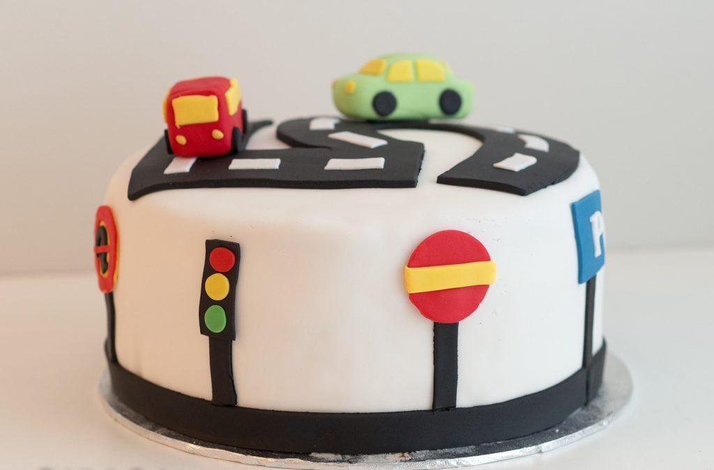 Liikennemerkki-kakku syntymäpäiville