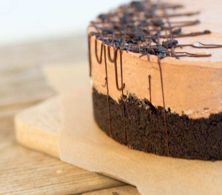 Liivatteeton suklaamoussekakku