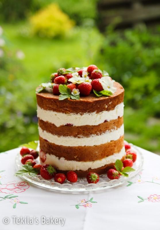 mansikka naked cake