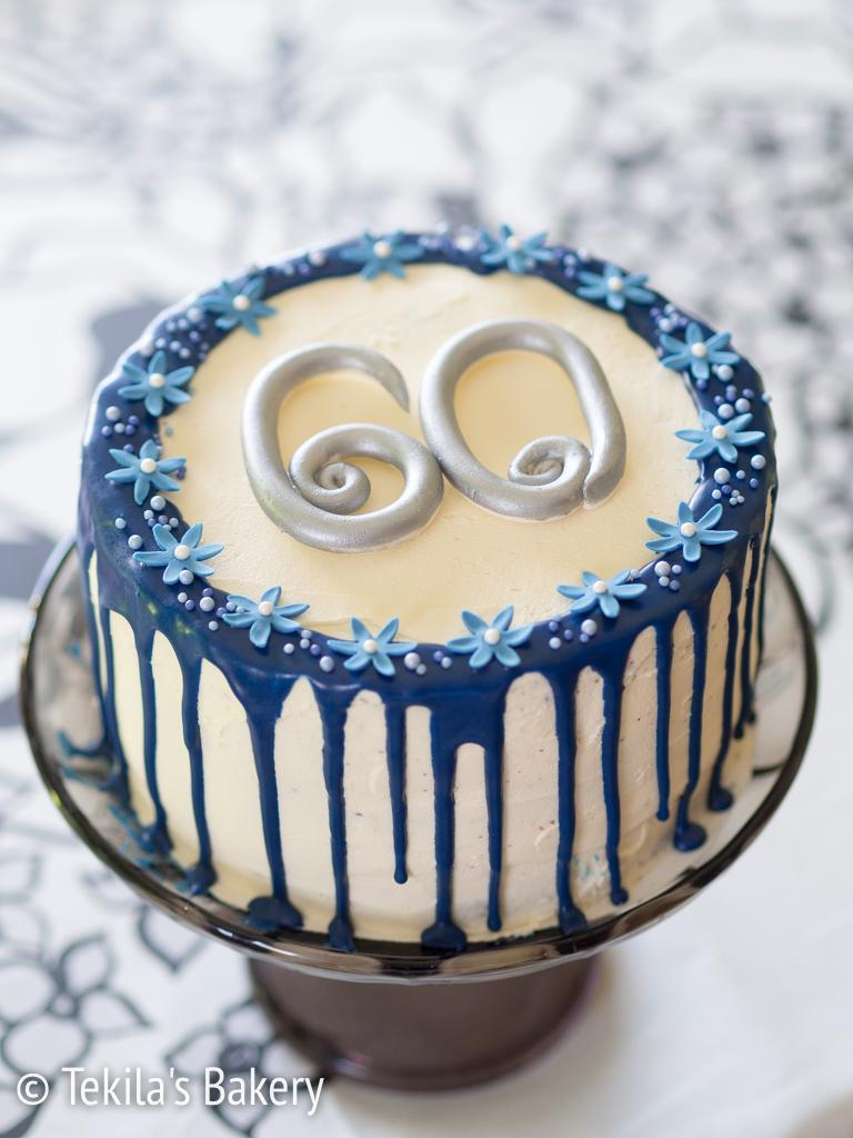 sini-valkoinen drip cake