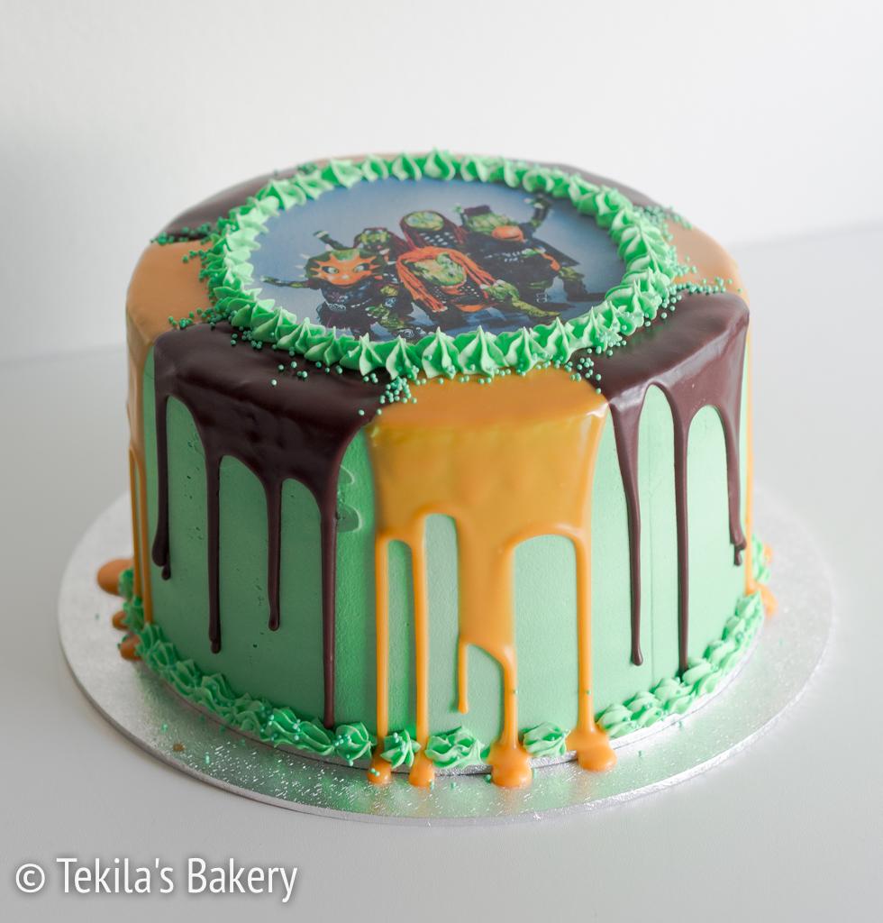 hevisaurus drip cake